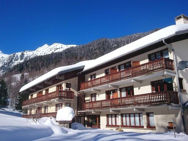 Appartement 7 personnes, départ de ski, holiday rental in Areches