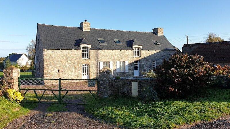 Big house with sea view & terrace, aluguéis de temporada em Sables-dOr-les-Pins