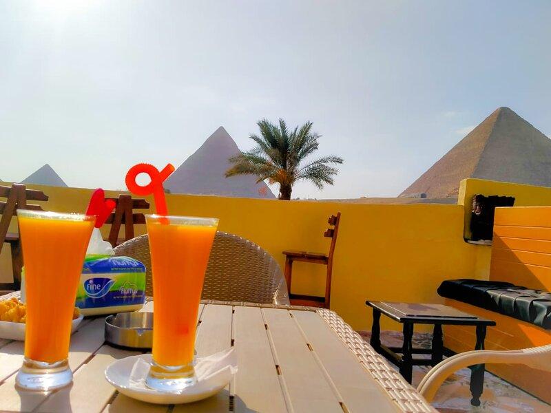 7 Pyramids Guest House, holiday rental in Kafrat al Jabal