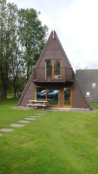 Rockpool Lodge, beautiful country setting with lakes, bar, tennis & playground, holiday rental in Lanivet