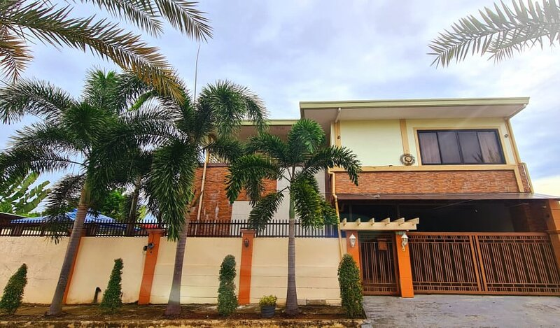 Arlene's Dwelling Villa Suite, holiday rental in Toril