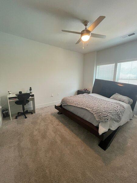 Modern 1 Bedroom w/ Wifi + Free bottle of Wine, holiday rental in Ridgeville