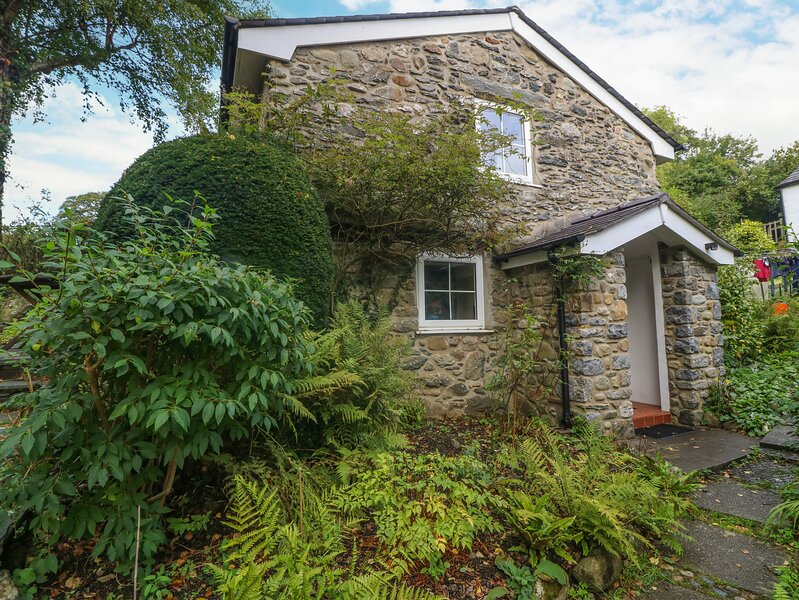 Yr Hen Efail (The Old Forge), Tal-Y-Bont, vacation rental in Rowen