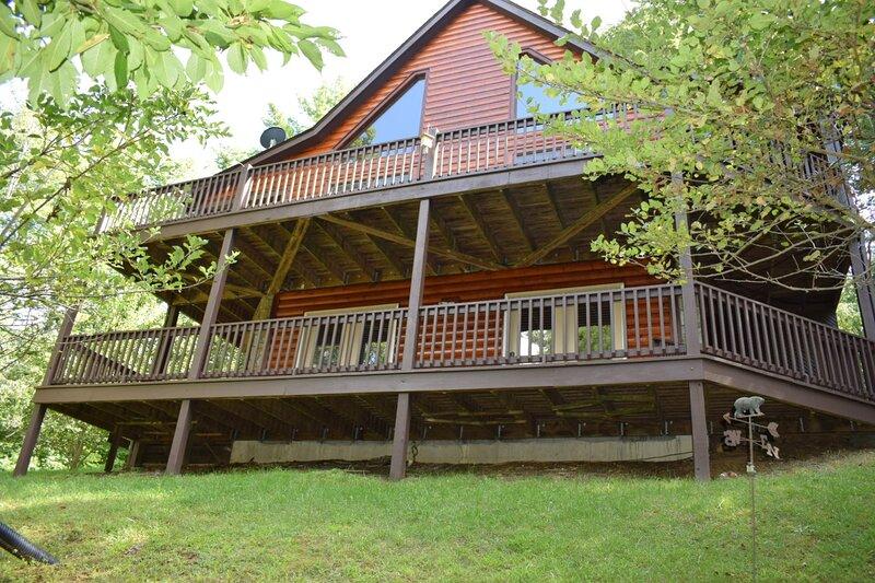 Burrden Free Mountain Cabin, casa vacanza a Independence