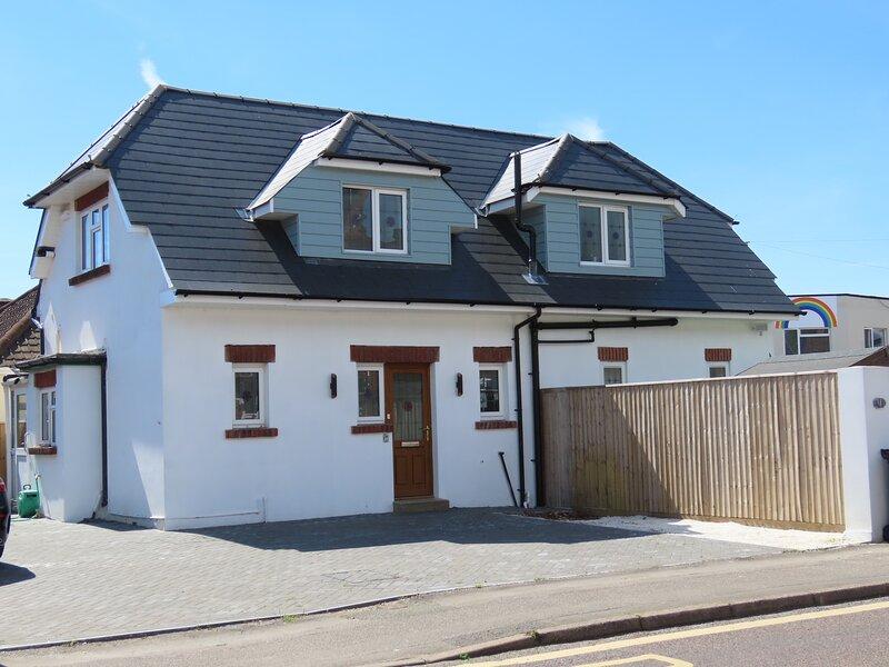 Detached Sandbanks 3 Bedroom seaside property, vacation rental in Lytchett Minster