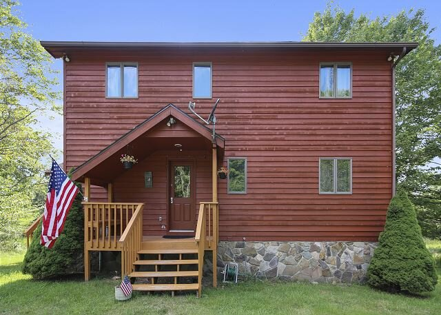 Lovely private home on a wonderful lot. This will be your Huckleberry!, holiday rental in Canaan Valley