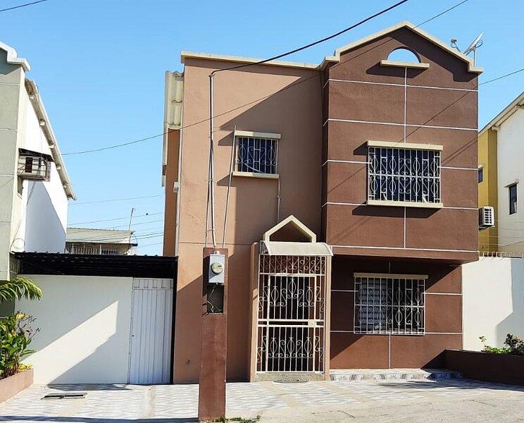 Beautiful Villa in Private Urbanization Just Five Minutes Outside Manta, alquiler vacacional en Mirador San José