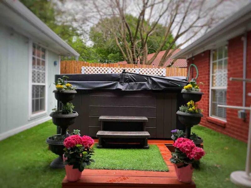 Cozy Cottage/ Guest house w/ Keyless code entry, aluguéis de temporada em Fort Worth