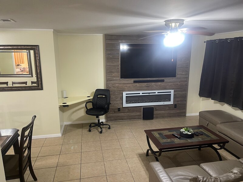 3Mins.Fort Bliss/Airport-Pet Friendly-Washer/Dryer, holiday rental in El Paso
