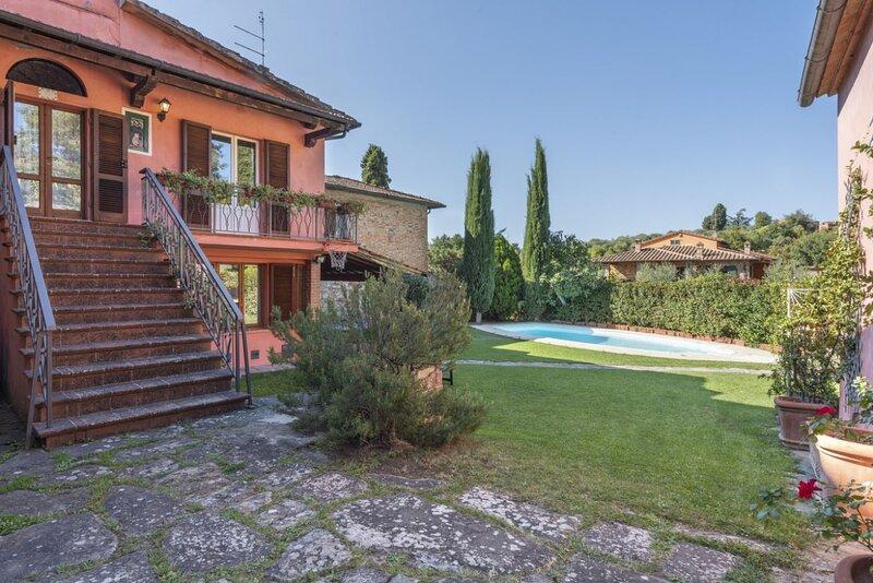 Villa Rosina - Villa with heated pool and small gym near Arezzo, location de vacances à Rigomagno