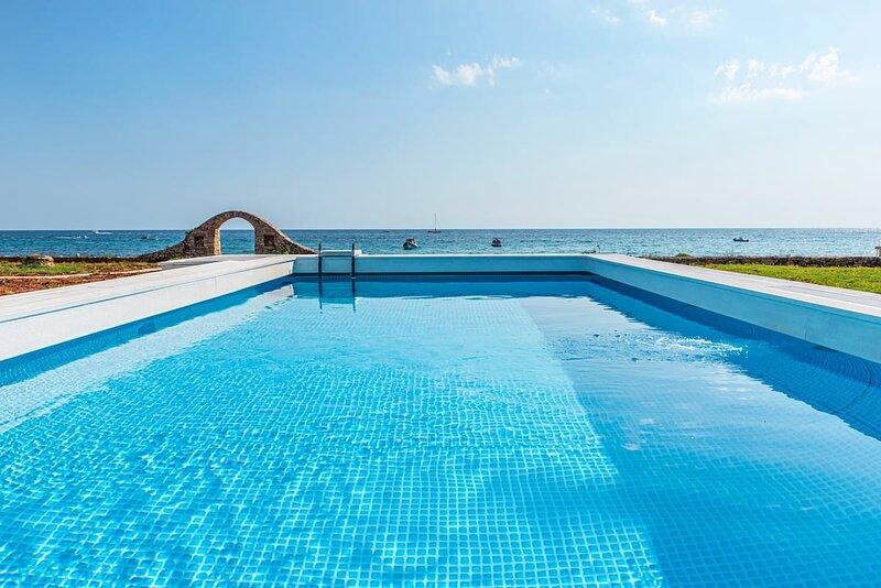 Villa Eva, Luxury by the seaside    B, aluguéis de temporada em Marina di Felloniche