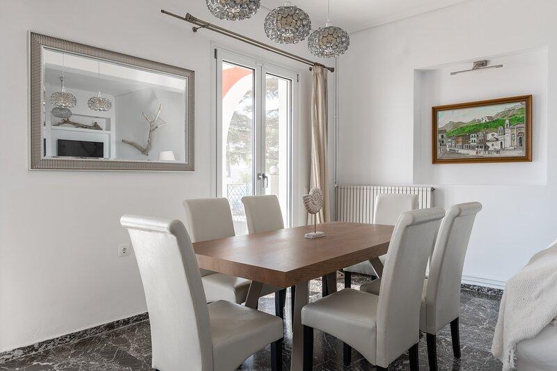Akakia Villa - 2 Bedroom Maisonette with Sea View, vacation rental in Bochali