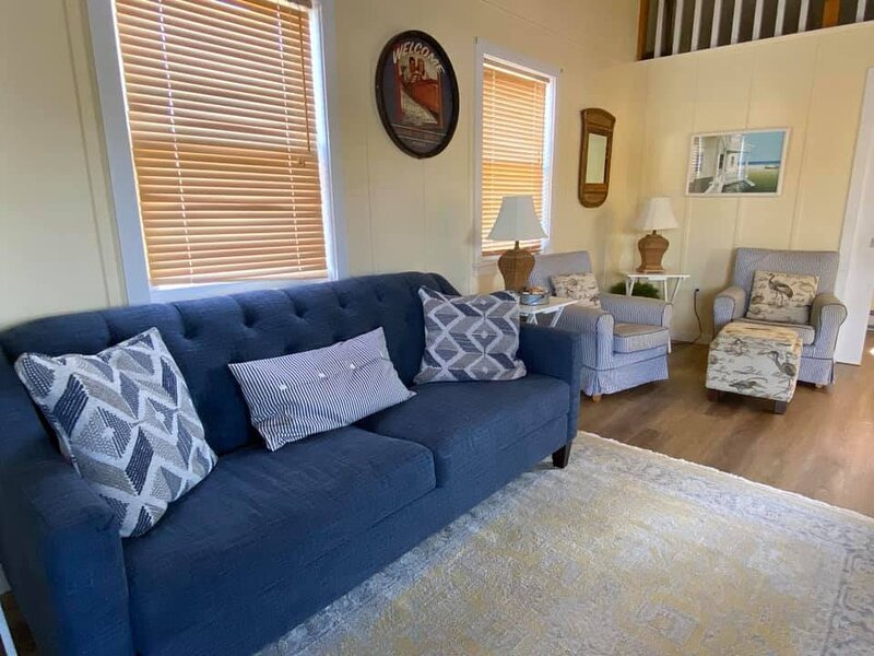 Cozy Wintertime 'Nantucket' Cottage, holiday rental in Savanna