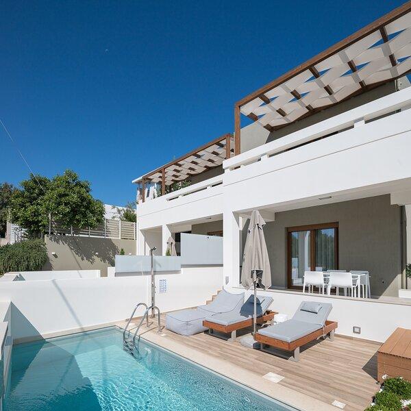 De.Light Boutique Villa I, a fine retreat!, holiday rental in Atsipopoulo