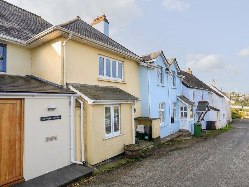 BOW COTTAGE, dog-friendly, estuary views, children's den, large garden, location de vacances à East Portlemouth