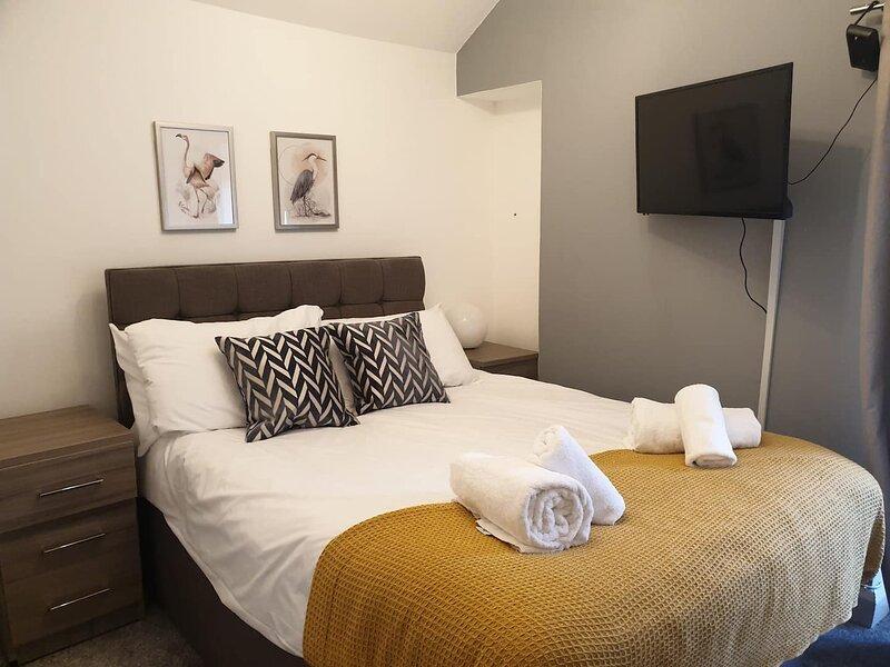 Modern 3 BR Flat | Free parking | Wifi | Workspace, casa vacanza a Llansamlet