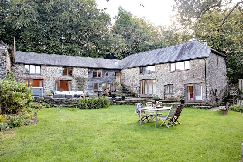 Fletchers Farmhouse & Barn - Two fantastic rural properties combined to create a, holiday rental in Washbourne