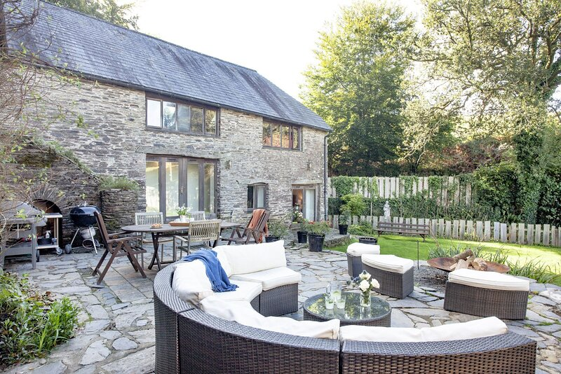 Fletchers Barn - A fabulous rural retreat with stunning countryside views, wood-, holiday rental in Washbourne