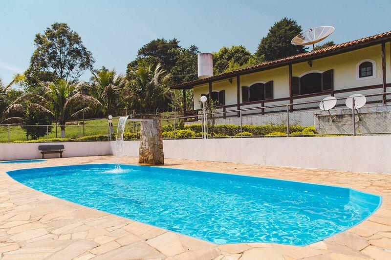 Incrível chácara com churrasq. em Atibaia/SP, alquiler de vacaciones en Piracaia
