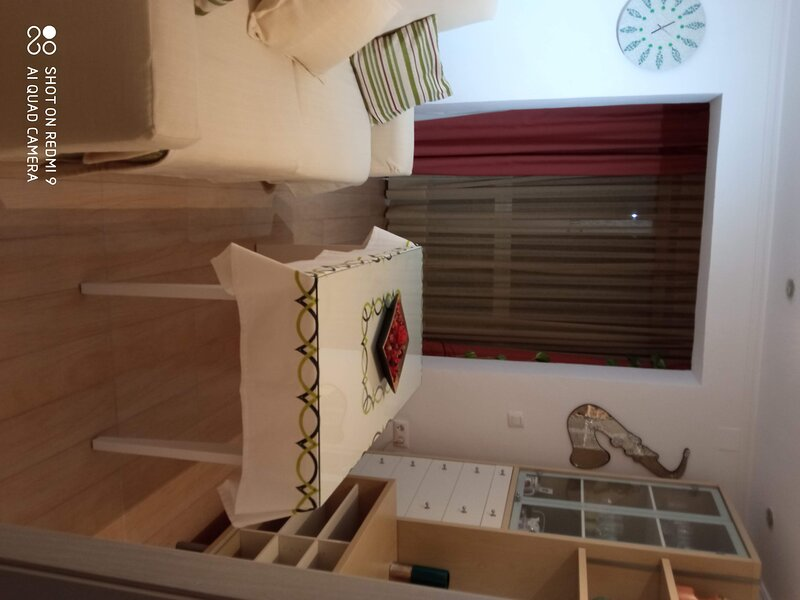 Habitación en Apartamento compartido con la anfitriona., aluguéis de temporada em Castilblanco de los Arroyos