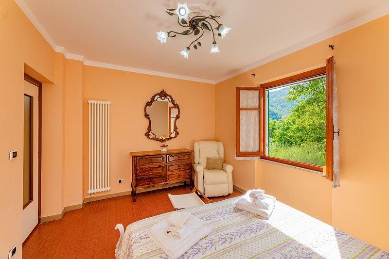 Casa camilla, nella natura a pochi minuti dal mare, aluguéis de temporada em Province of Savona