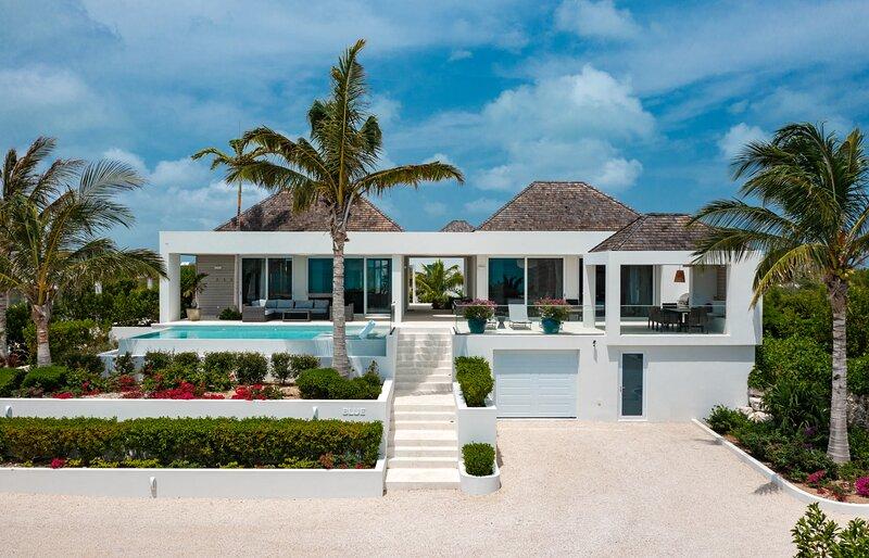 Ocean Dream 2 BR Villa Blue, alquiler de vacaciones en Long Bay Beach