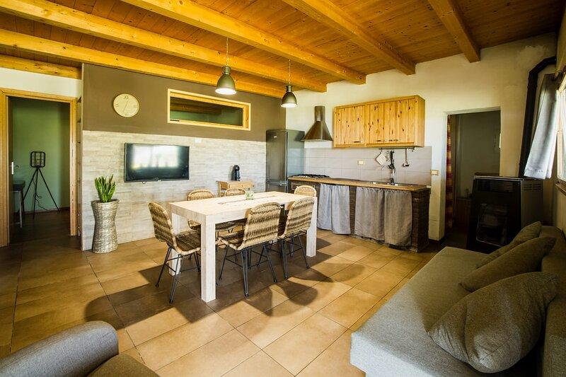 Rustico di campagna 7/9 posti con piscina, location de vacances à Miglianico