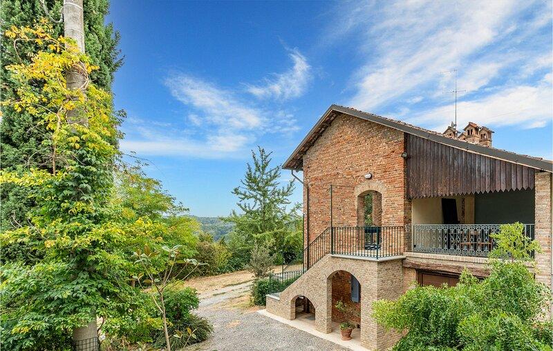 Amazing home in Belveglio with WiFi and 4 Bedrooms (IPL263), aluguéis de temporada em Pontetto