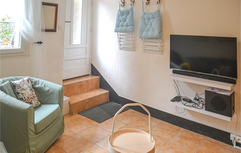 Amazing home in Saint-Gervais-sur-Mare with 2 Bedrooms (FLH512), holiday rental in Camplong