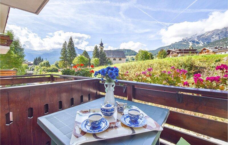 Beautiful apartment in Cortina D'Ampezzo with 2 Bedrooms (IDD397), location de vacances à Cortina D'Ampezzo