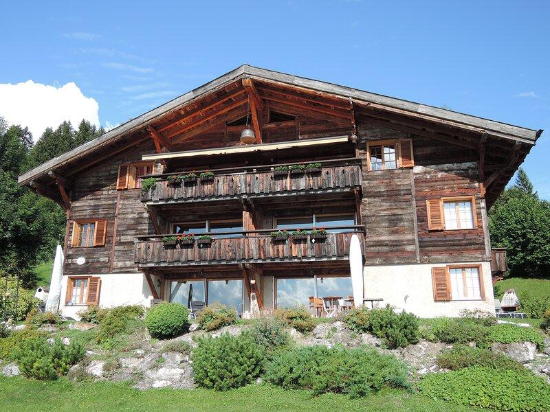 Le Geai un logement luxueux à la vue imprenable, aluguéis de temporada em Alpe des Chaux