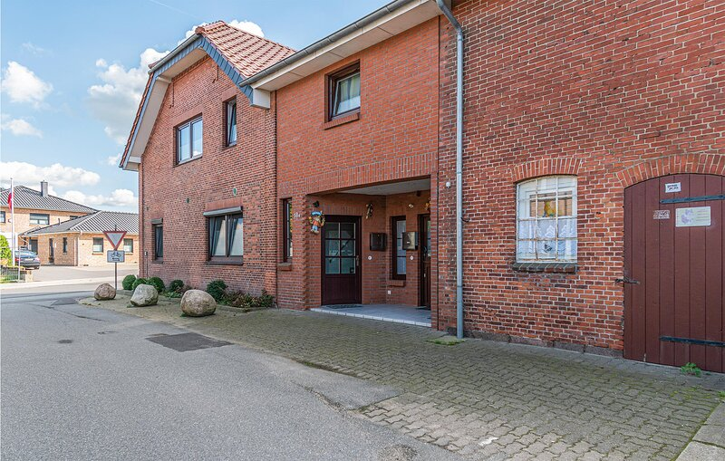 Amazing apartment in Erfde with WiFi and 2 Bedrooms (DSH279), Ferienwohnung in Erfde