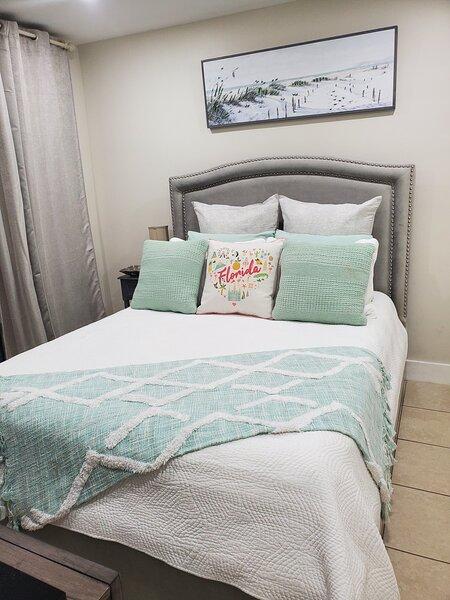 Cozy private room in rental unit, location de vacances à Miami Lakes