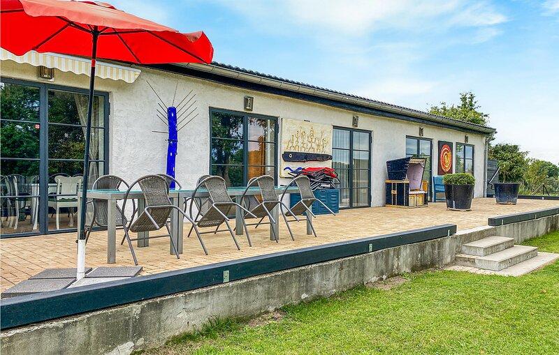 Beleef een vakantie in stijl in deze Romeinse villa (DMV556), aluguéis de temporada em Neubrandenburg