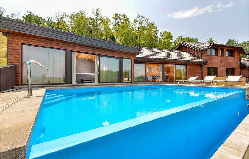 Awesome home in Lepajci with Sauna, WiFi and 3 Bedrooms (CCC005), casa vacanza a Zabok