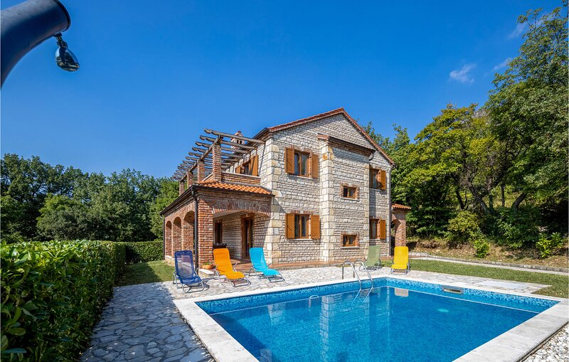 Beautiful home in Dolinci with Sauna, WiFi and 4 Bedrooms (CKC633), holiday rental in Grizane-Belgrad
