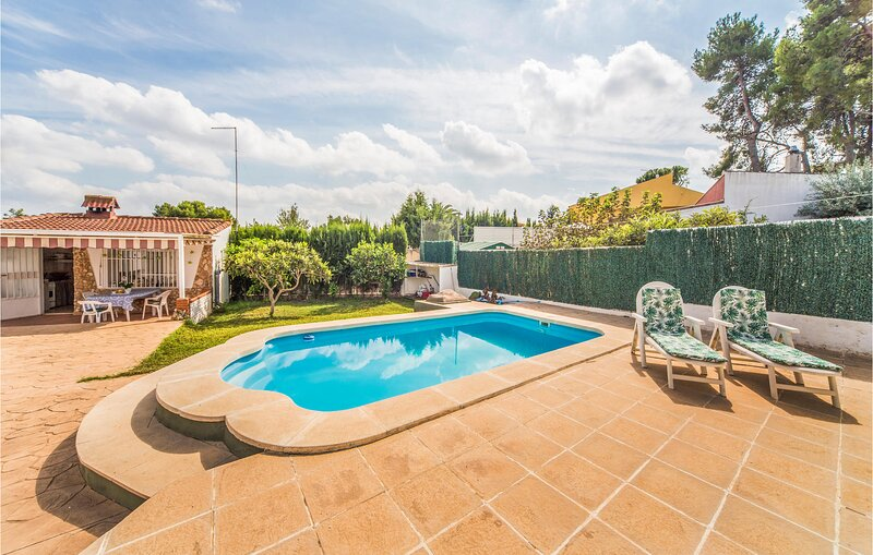 Stunning home in Turís with Outdoor swimming pool, WiFi and 1 Bedrooms (EBV101), location de vacances à Turis