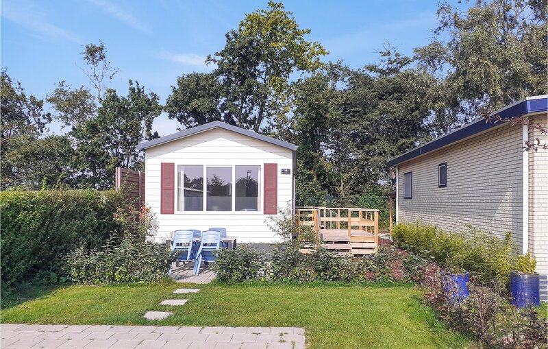 Amazing home in Heinkenszand with WiFi and 2 Bedrooms (HZE218), holiday rental in Baarland