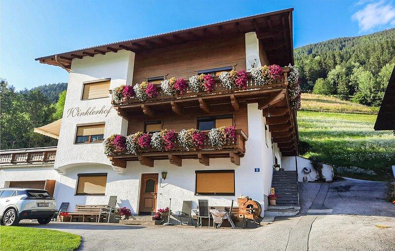 Beautiful apartment in Oetz with WiFi and 4 Bedrooms (ATI350), alquiler de vacaciones en Obsteig