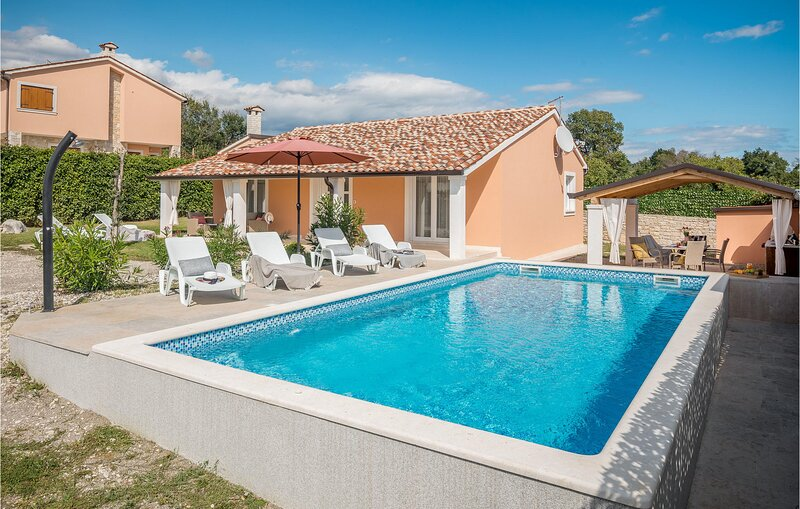 Awesome home in Barban with Outdoor swimming pool and 2 Bedrooms (CIC093), aluguéis de temporada em Orihi