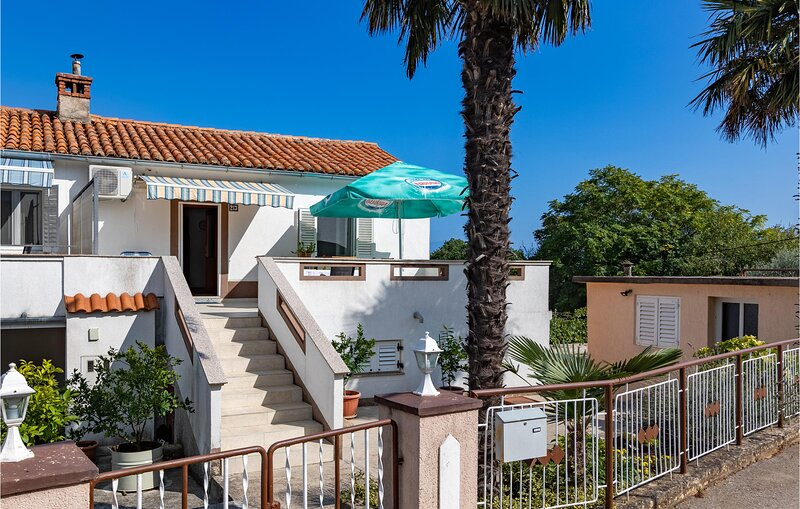 Awesome home in Krk with WiFi and 2 Bedrooms (CKK217), casa vacanza a Risika
