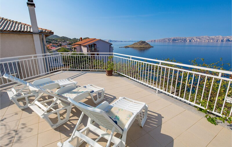 Stunning home in Sv.Juraj with WiFi and 2 Bedrooms (CKV582), holiday rental in Lokva