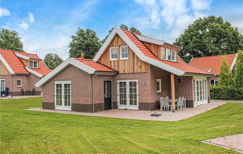 Beautiful home in Hoge Hexel with Sauna and 3 Bedrooms (HOV215), holiday rental in Ootmarsum