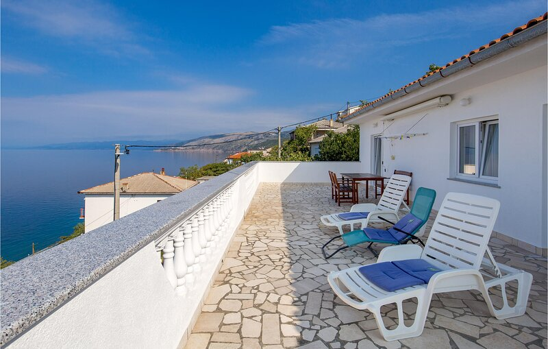 Amazing home in Sv.Juraj with WiFi and 2 Bedrooms (CKV583), holiday rental in Lokva