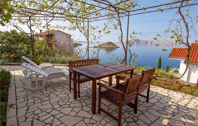 Stunning home in Sv.Juraj with WiFi and 2 Bedrooms (CKV584), holiday rental in Lokva