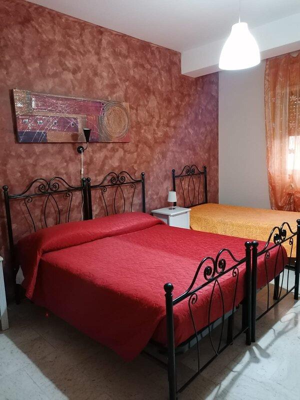 B&b My Sweet Home, Benvenuti nella calda atmosfera colorata del nostro B&b- Bari, location de vacances à Valenzano