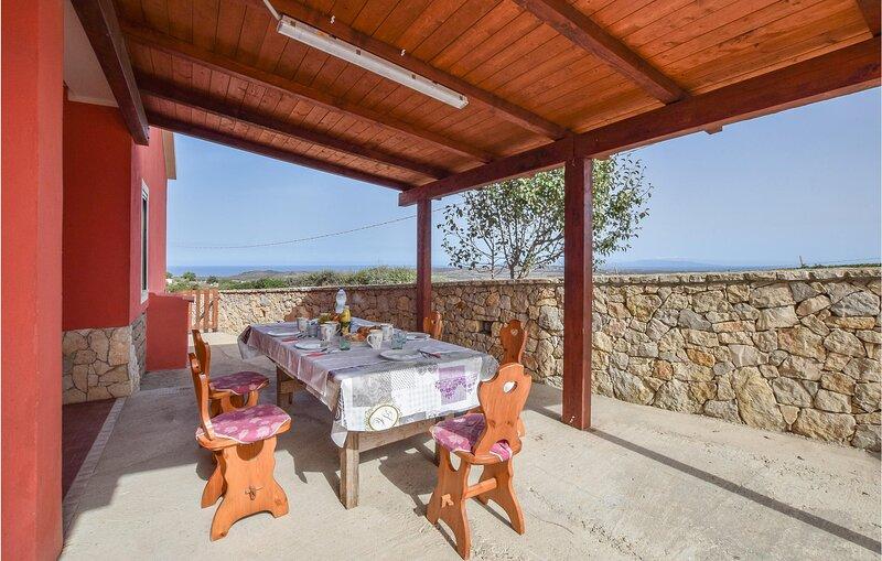Amazing home in Sassari with 2 Bedrooms (IGG263), aluguéis de temporada em Palmadula