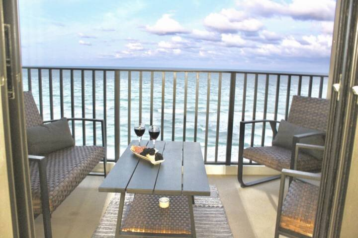 Just Listed, Newly Renovated 7th Floor Oceanfront Condo, holiday rental in Hutchinson Beach