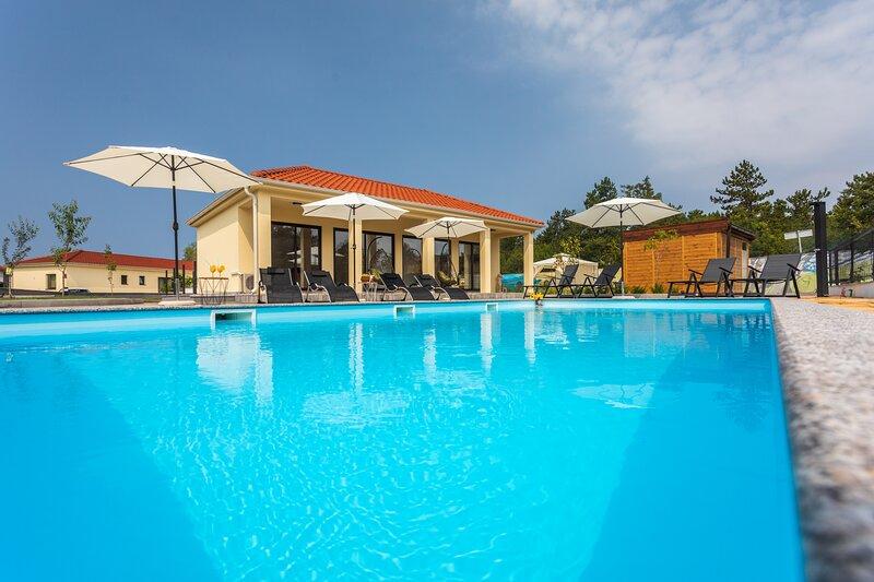 VSG Resort (One-Bedroom Apartment w/ Sofa Bed Unit C2s), aluguéis de temporada em Klimno