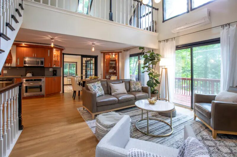 Serene by the lake , Mid-Century Retreat, holiday rental in South Canaan